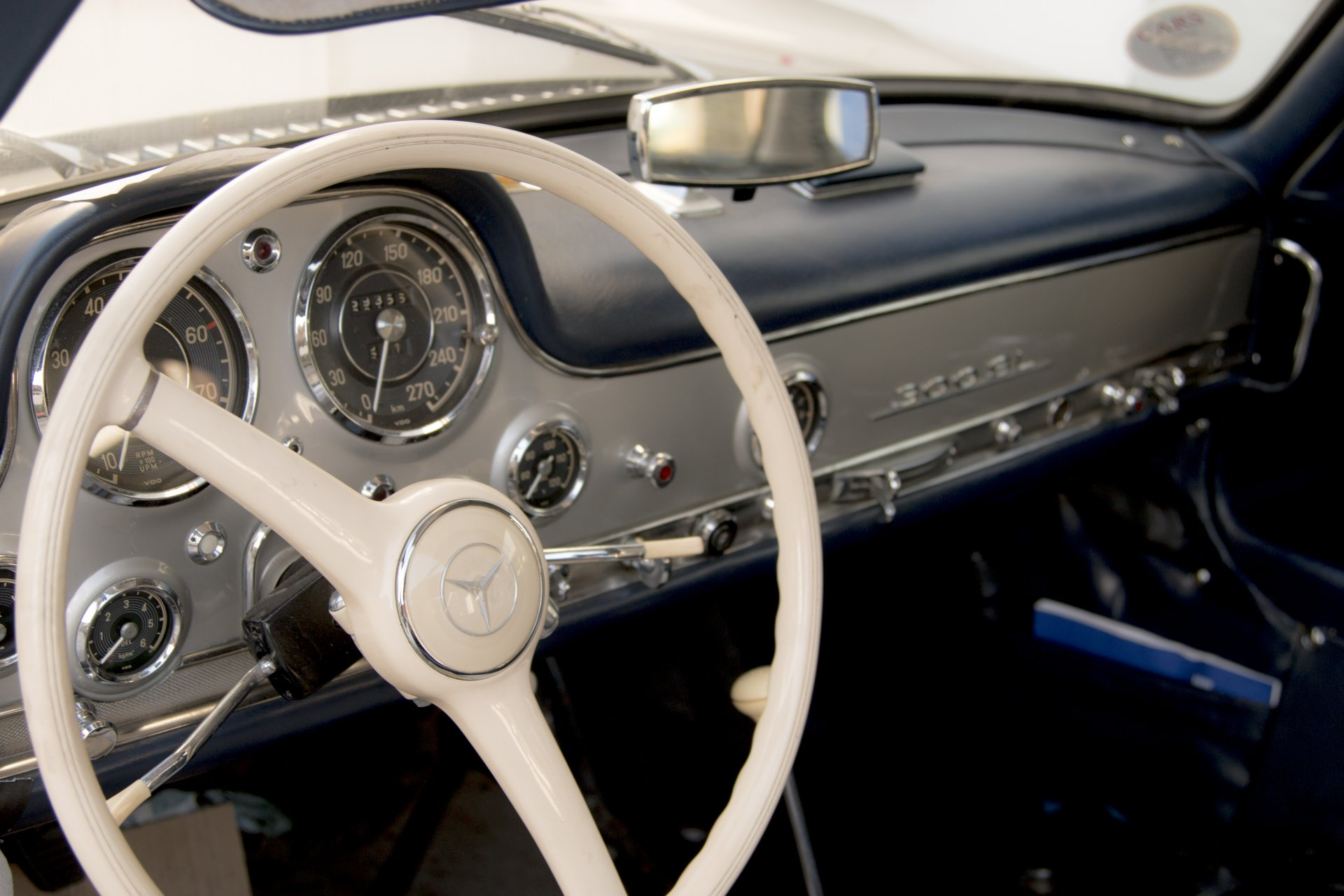 véhicule custom mercedes